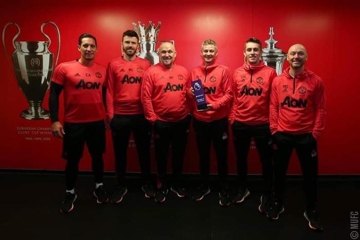 Lần đầu tiên sau 6 năm kể từ khi huyền thoại Sir Alex Ferguson nghỉ hưu, MU mới có huấn luyện viên nhận vinh dự này - Ảnh 1.