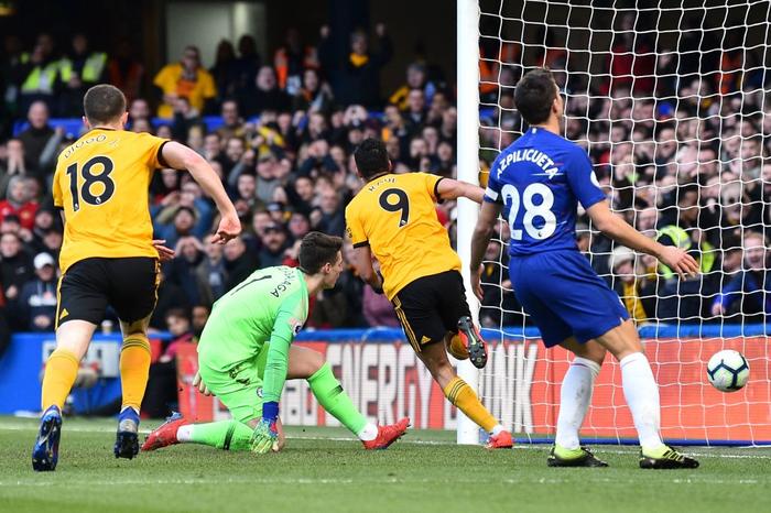Hazard lập siêu phẩm giúp Chelsea thoát hiểm ngay trên sân nhà - Ảnh 2.