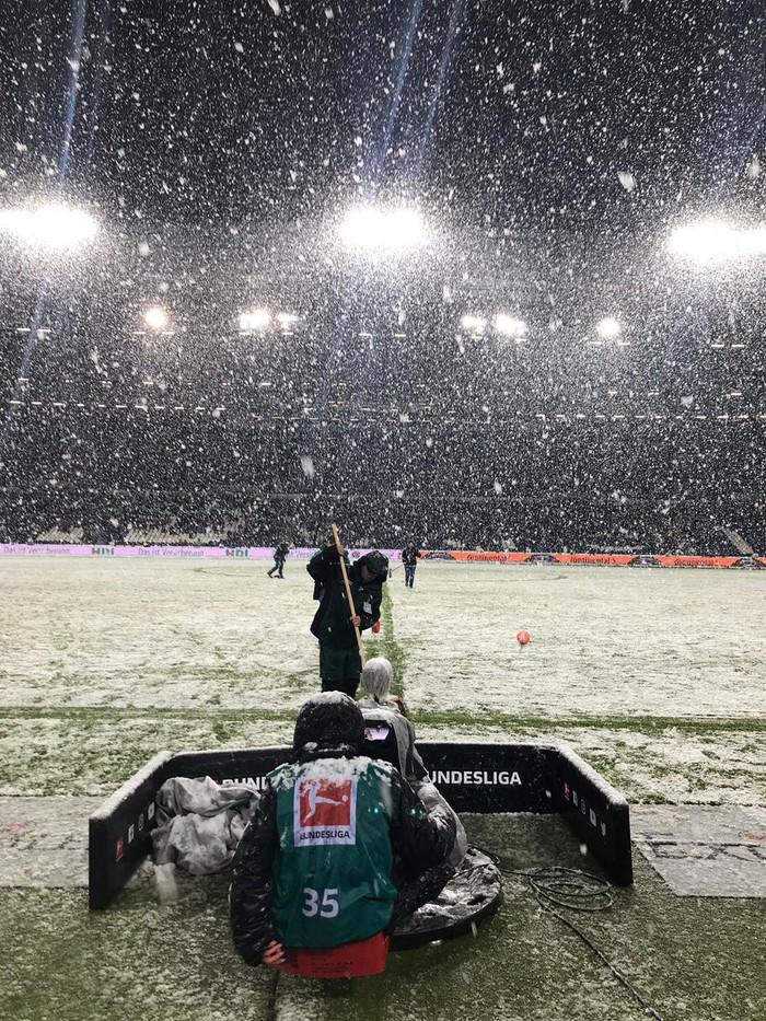 Phải đá dưới tuyết trắng như U23 Việt Nam tại Thường Châu, tuyển thủ Nhật Bản mất oan một bàn thắng - Ảnh 3.