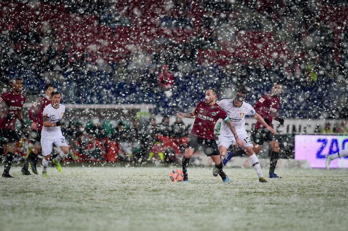 Phải đá dưới tuyết trắng như U23 Việt Nam tại Thường Châu, tuyển thủ Nhật Bản mất oan một bàn thắng - Ảnh 4.