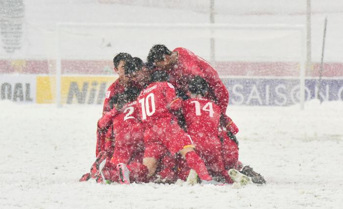 Phải đá dưới tuyết trắng như U23 Việt Nam tại Thường Châu, tuyển thủ Nhật Bản mất oan một bàn thắng - Ảnh 6.