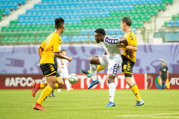 Tampines Rovers 1-1 CLB Hà Nội: Phút lơ đễnh của hàng thủ khiến Hà Nội đánh rơi chiến thắng đáng tiếc - Ảnh 2.