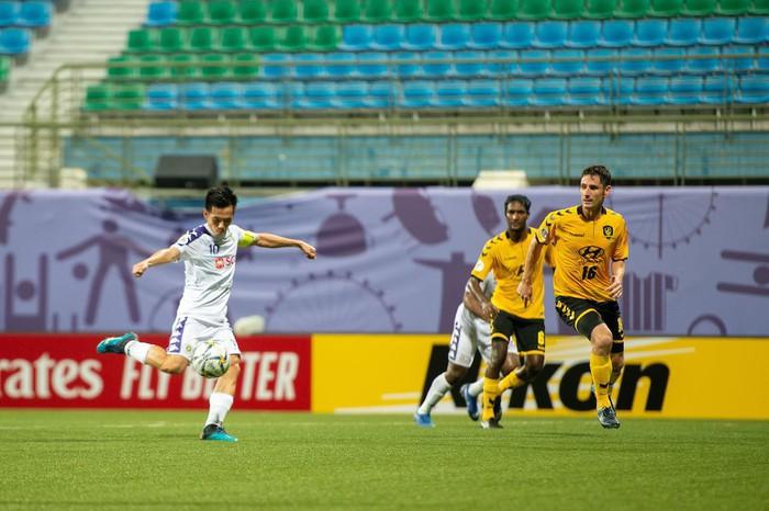 Tampines Rovers 1-1 CLB Hà Nội: Phút lơ đễnh của hàng thủ khiến Hà Nội đánh rơi chiến thắng đáng tiếc - Ảnh 3.