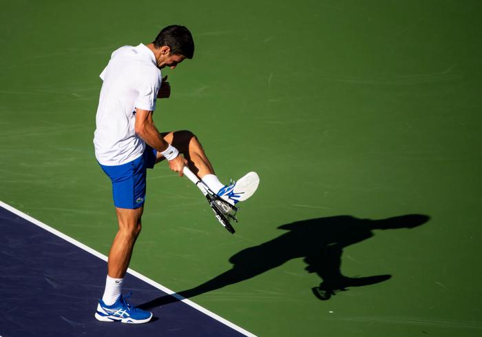 Djokovic nổi giận đạp nát vợt khi thua sốc, Federer hạ gục bạn thân tại Indian Wells - Ảnh 4.