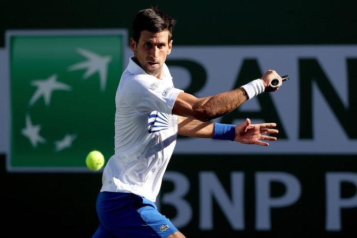 Djokovic nổi giận đạp nát vợt khi thua sốc, Federer hạ gục bạn thân tại Indian Wells - Ảnh 2.