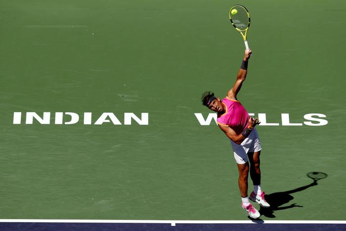 Djokovic nổi giận đạp nát vợt khi thua sốc, Federer hạ gục bạn thân tại Indian Wells - Ảnh 10.