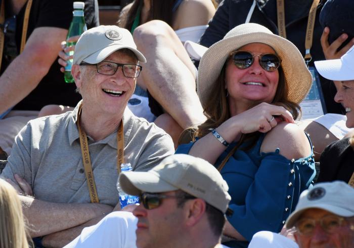 Federer ghi điểm khiến tỷ phú Bill Gates trầm trồ, sẽ đại chiến Nadal ở bán kết Indian Wells - Ảnh 4.