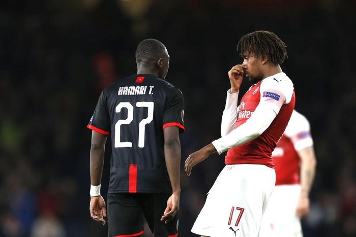 Sau va chạm, sao trẻ Arsenal bịt mũi chê đối thủ hôi miệng - Ảnh 2.