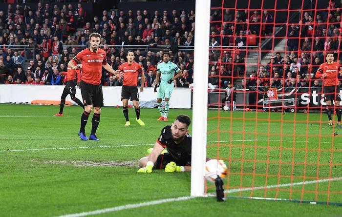 Bước ngoặt tai hại cuối hiệp 1 khiến Arsenal thua thảm ở cúp châu Âu - Ảnh 2.