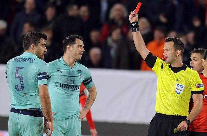 Bước ngoặt tai hại cuối hiệp 1 khiến Arsenal thua thảm ở cúp châu Âu - Ảnh 4.
