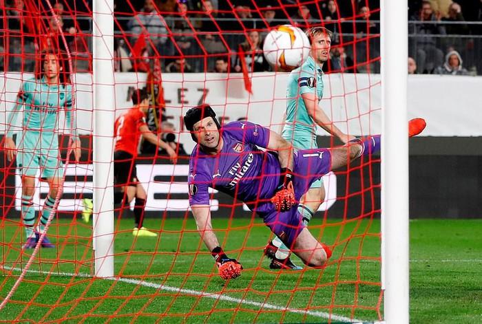 Bước ngoặt tai hại cuối hiệp 1 khiến Arsenal thua thảm ở cúp châu Âu - Ảnh 6.