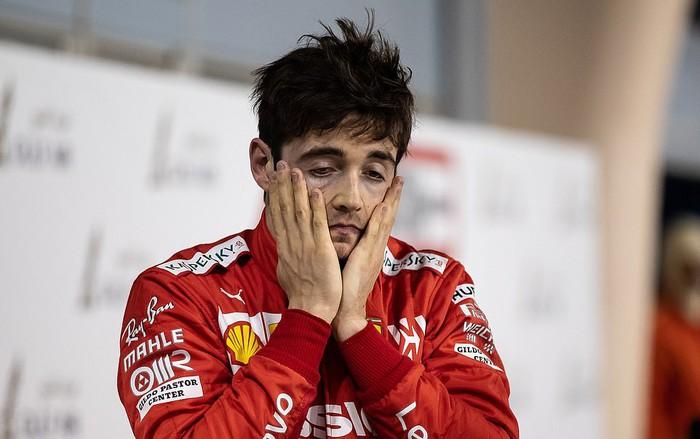 Xe Ferrari trục trặc động cơ, tài năng trẻ đánh rơi chiến thắng vào tay nhà vô địch F1 thế giới - Ảnh 2.