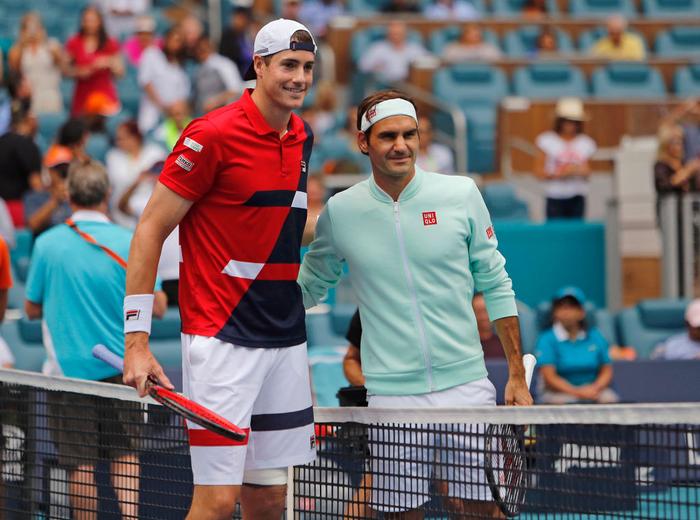Khiến đương kim vô địch từ bỏ vũ khí, Federer vô địch Miami Open để giành danh hiệu thứ 101 - Ảnh 2.
