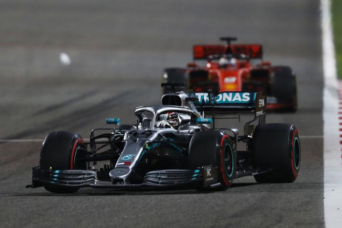 Xe Ferrari trục trặc động cơ, tài năng trẻ đánh rơi chiến thắng vào tay nhà vô địch F1 thế giới - Ảnh 5.