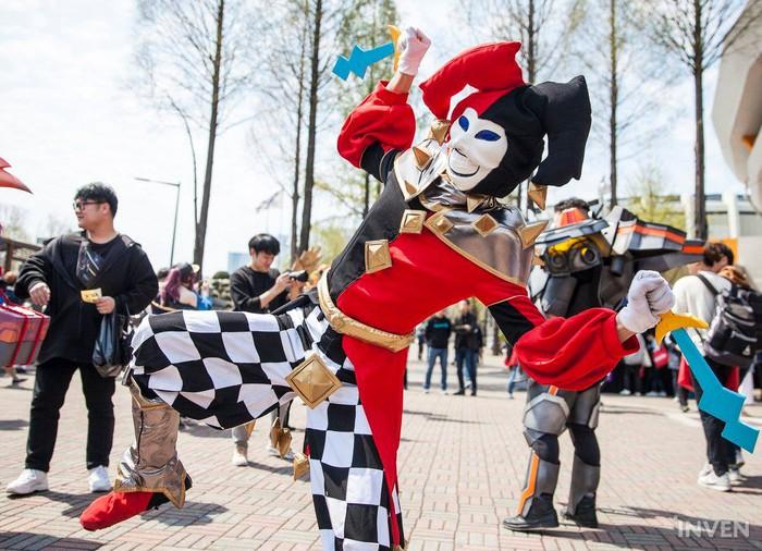 Tưng bừng lễ hội cosplay trước thềm chung kết LCK mùa xuân 2019: Bang hóa thân thành Ezreal khuấy động không khí - Ảnh 17.