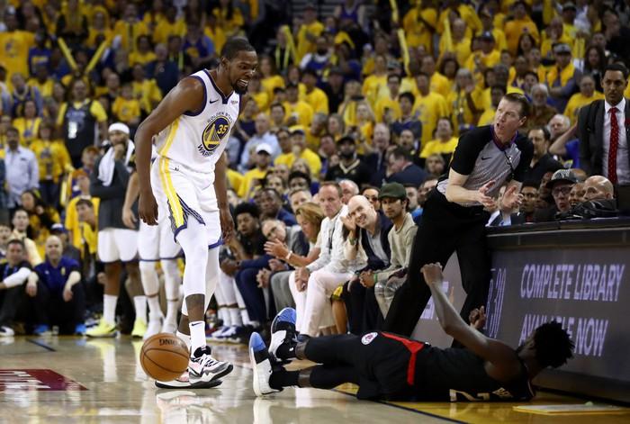 Stephen Curry ném như hack toạ độ, Warriors thắng dễ trước Clippers - Ảnh 3.