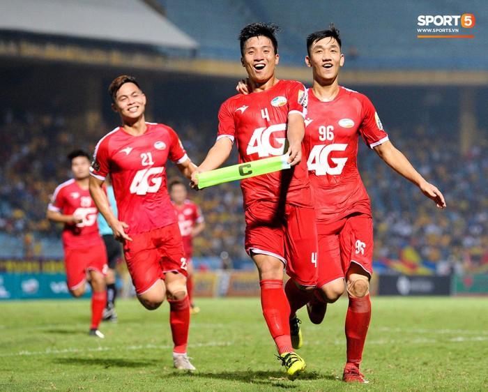 Bùi Tiến Dũng sắm vai người cân team trong chiến thắng thứ hai của Viettel tại V.League 2019 - Ảnh 5.
