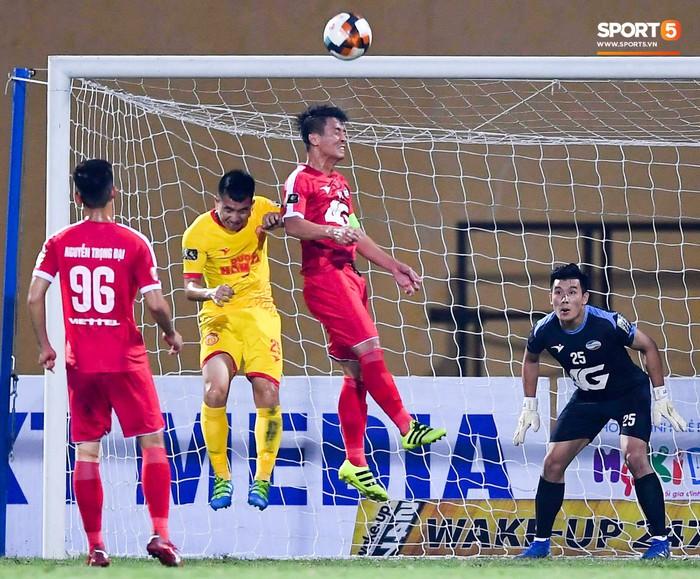 Bùi Tiến Dũng sắm vai người cân team trong chiến thắng thứ hai của Viettel tại V.League 2019 - Ảnh 6.