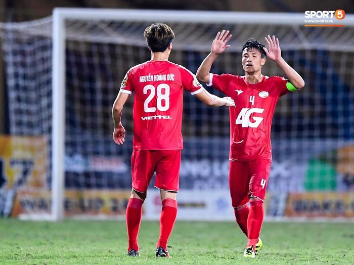 Bùi Tiến Dũng sắm vai người cân team trong chiến thắng thứ hai của Viettel tại V.League 2019 - Ảnh 9.