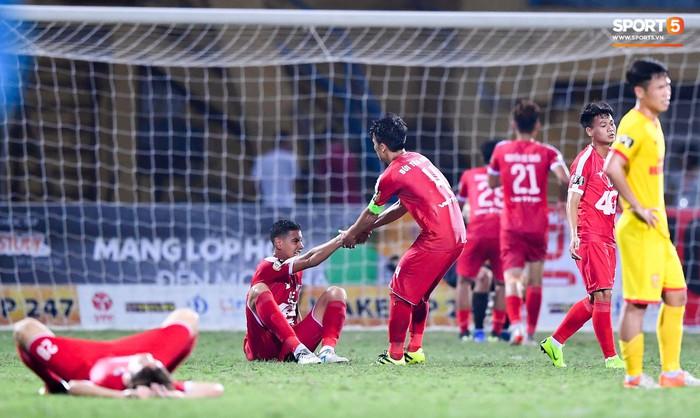 Bùi Tiến Dũng sắm vai người cân team trong chiến thắng thứ hai của Viettel tại V.League 2019 - Ảnh 10.