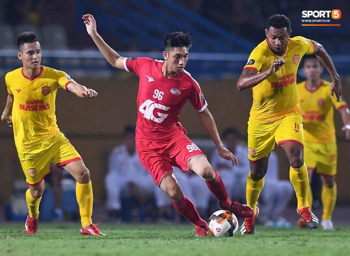 Bùi Tiến Dũng sắm vai người cân team trong chiến thắng thứ hai của Viettel tại V.League 2019 - Ảnh 12.