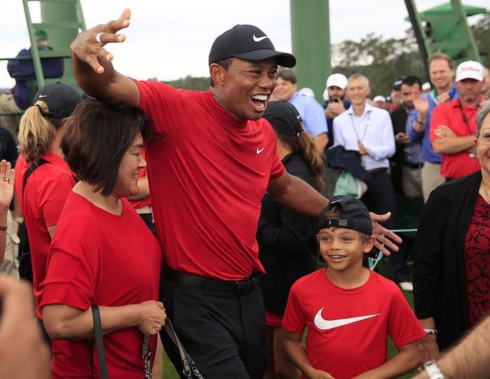 Tiger Woods chấm dứt cơn khát danh hiệu major kéo dài 11 năm bằng chiến thắng kịch tính - Ảnh 9.