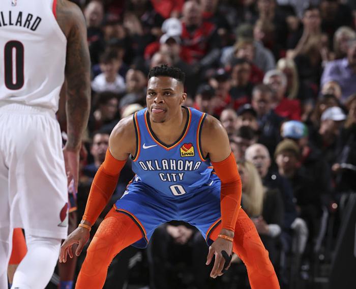 Russell Westbrook sánh ngang huyền thoại NBA trong ngày Thunder gục ngã tại Moda Center - Ảnh 2.