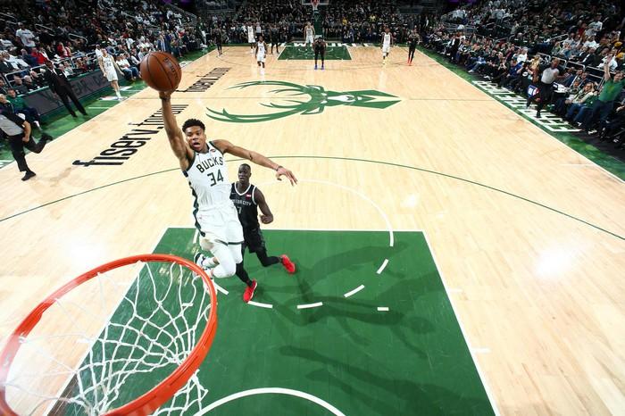 Giannis Antetokounmpo bật chế độ không thể cản phá trong ngày Bucks huỷ diệt Pistons  - Ảnh 1.