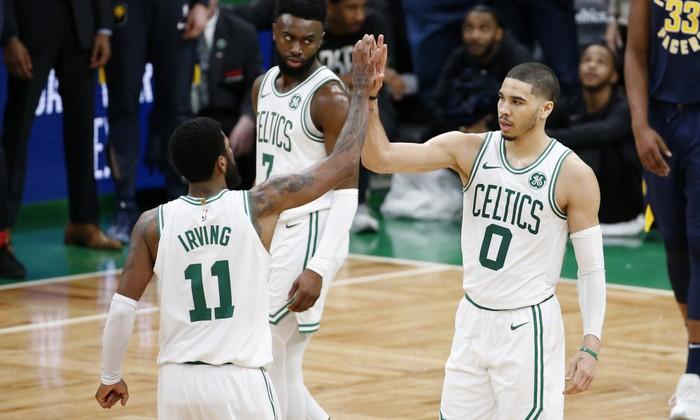 Kyrie Irving và Jayson Tatum lên tiếng giúp Celtics lội ngược dòng kịch tính trước Pacers - Ảnh 1.