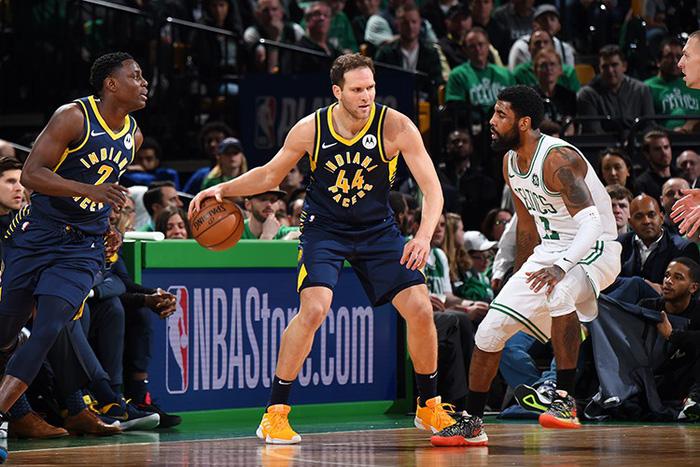 Kyrie Irving và Jayson Tatum lên tiếng giúp Celtics lội ngược dòng kịch tính trước Pacers - Ảnh 4.