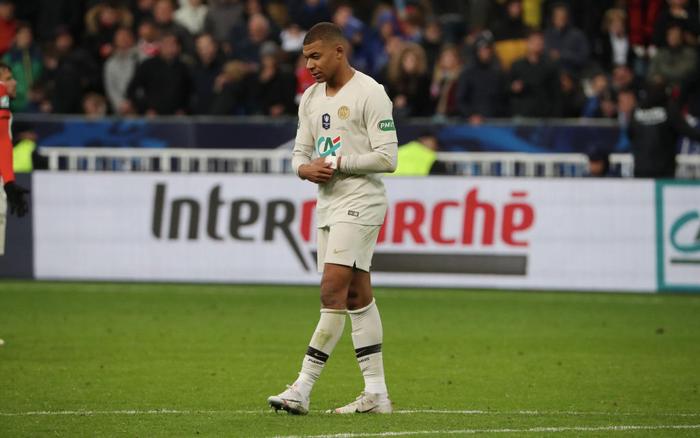 Truyền nhân Quả bóng vàng của Ronaldo và Messi đạp đối thủ ghê rợn, nhận thẻ đỏ ngay lập tức - Ảnh 6.