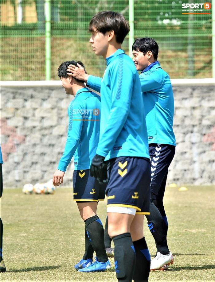 Công Phượng cười thả ga trong buổi tập của Incheon United, sẵn sàng cho lần đá chính tiếp theo ở K.League - Ảnh 4.