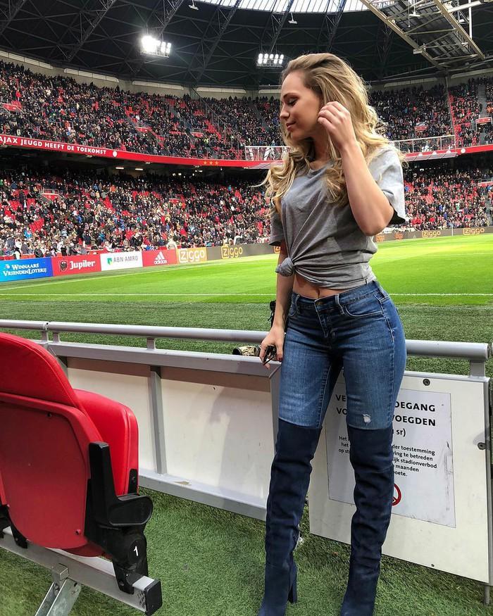 Sao trẻ Ajax tán đổ cô người mẫu xinh đẹp, nóng bỏng chỉ bằng một tin nhắn - Ảnh 6.