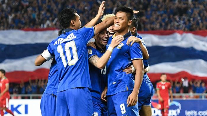 Đỉnh cao rê bóng: Cầu thủ Thái Lan biến thành Messi rồi trở về thực tại phũ phàng chỉ trong hơn 5 giây - Ảnh 2.