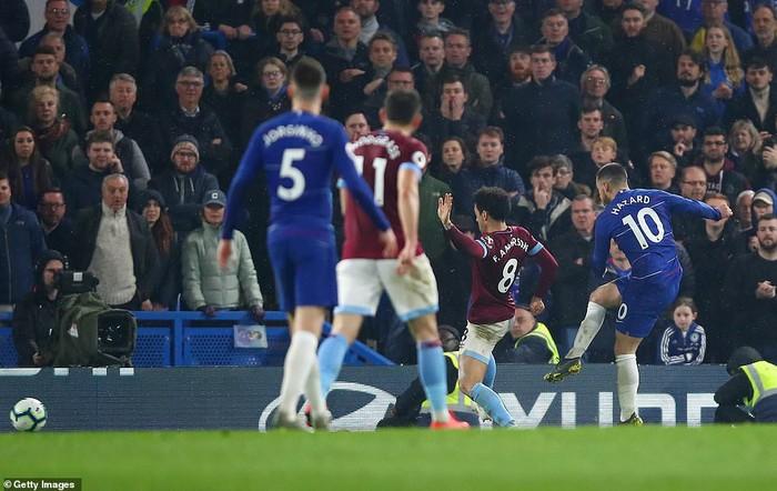 Hazard solo đi bóng ghi bàn đẹp mắt, Chelsea vươn lên vị trí thứ 3 Premier League - Ảnh 5.