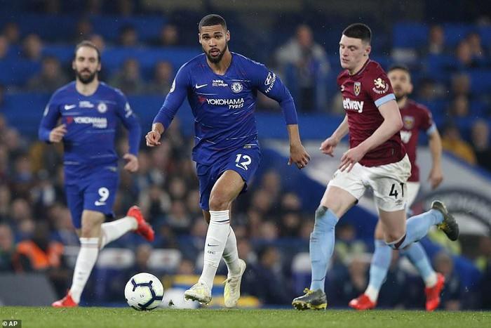 Hazard solo đi bóng ghi bàn đẹp mắt, Chelsea vươn lên vị trí thứ 3 Premier League - Ảnh 1.