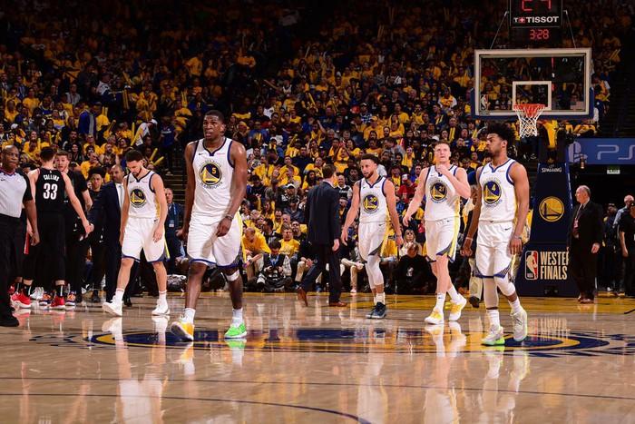 Ném 3 điểm với hiệu suất trên 50%, Warriors bắn hạ Blazers với tỉ số cách biệt - Ảnh 3.