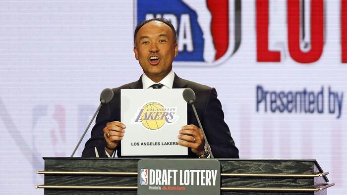 Kết quả NBA Draft Lottery 2019: Pelicans gặp may với 6%, các thánh tank cũng đành cúi đầu trước vận đỏ của Lakers - Ảnh 6.