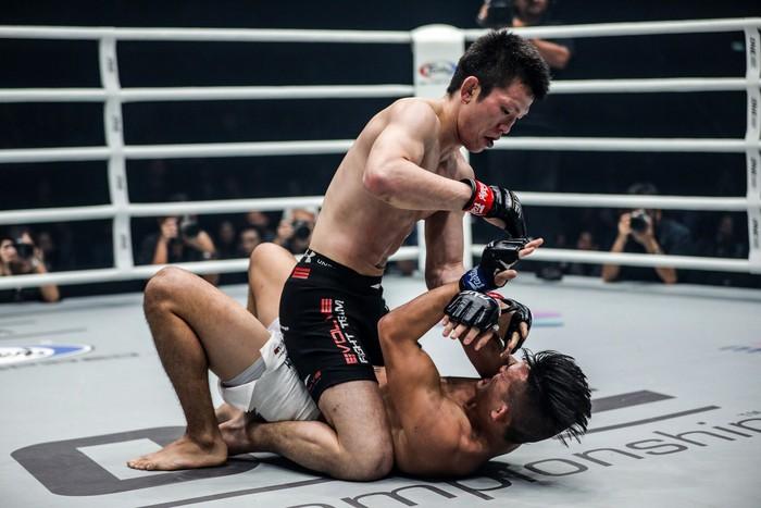 Giành đai vô địch sau thắng lợi đầy cảm xúc, thần đồng MMA châu Á chờ sẵn Martin Nguyễn - Ảnh 3.