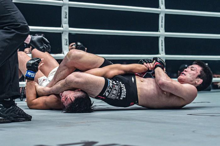 Giành đai vô địch sau thắng lợi đầy cảm xúc, thần đồng MMA châu Á chờ sẵn Martin Nguyễn - Ảnh 5.