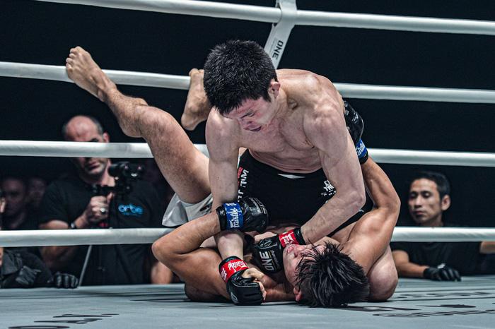 Giành đai vô địch sau thắng lợi đầy cảm xúc, thần đồng MMA châu Á chờ sẵn Martin Nguyễn - Ảnh 4.