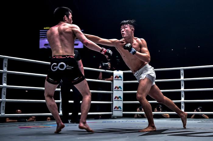 Giành đai vô địch sau thắng lợi đầy cảm xúc, thần đồng MMA châu Á chờ sẵn Martin Nguyễn - Ảnh 7.