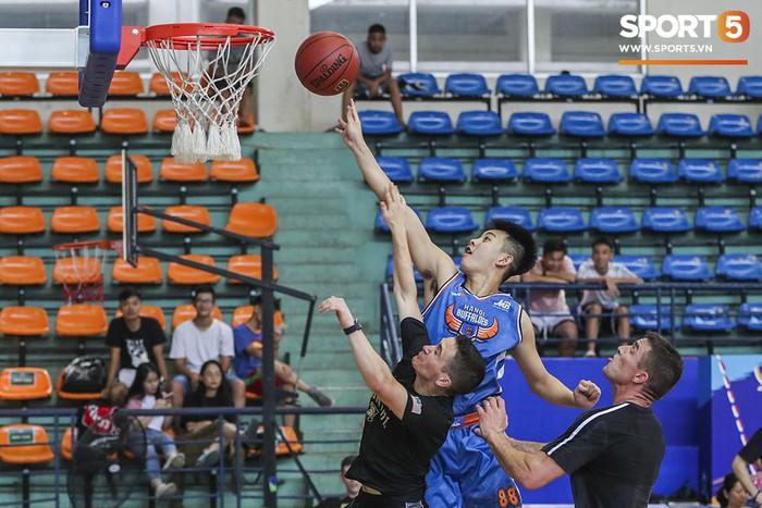 Hanoi Buffaloes vs US Military Academy: Trận đấu tràn đầy tiếng cười của những cầu thủ đặc biệt - Ảnh 10.