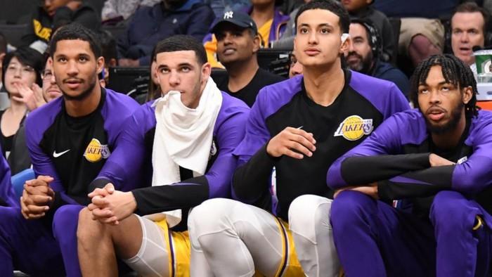 Adrian Wojnarowski hiến kế cho Lakers trong vụ Anthony Davis - Ảnh 2.