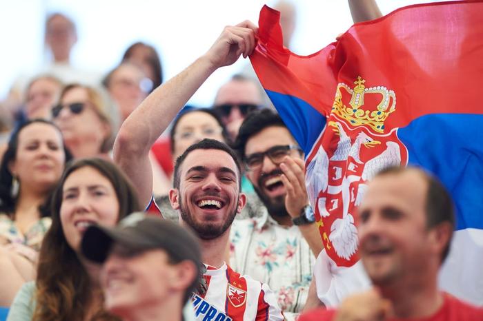 Đáp lời hoa khôi banh nỉ, Djokovic nhận sự cổ vũ cuồng nhiệt để ngược dòng kịch tính giúp Serbia vào bán kết ATP Cup - Ảnh 3.