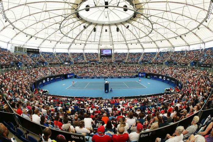 Đáp lời hoa khôi banh nỉ, Djokovic nhận sự cổ vũ cuồng nhiệt để ngược dòng kịch tính giúp Serbia vào bán kết ATP Cup - Ảnh 2.
