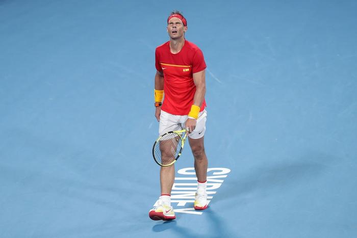 """Nadal """"thoát xác"""" hú vía từ tội đồ hóa người hùng, Tây Ban Nha nhọc nhằn vào bán kết ATP Cup - Ảnh 2."""