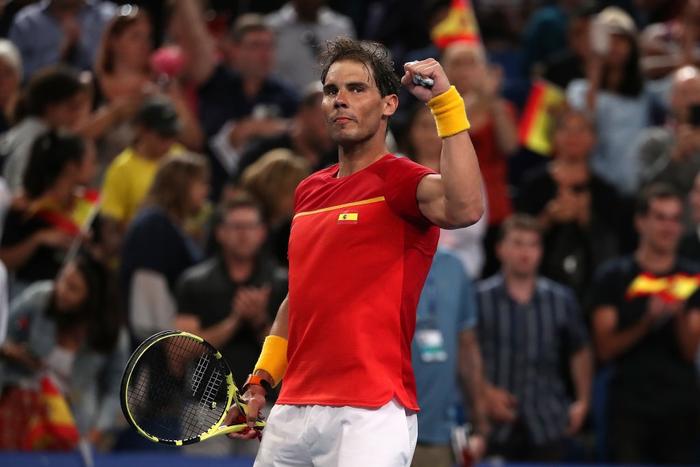 """Nadal và Djokovic """"rủ nhau"""" thắng nhọc ở trận đấu đầu tiên trong năm mới - Ảnh 7."""