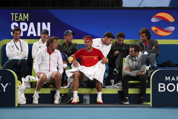 """Nadal và Djokovic """"rủ nhau"""" thắng nhọc ở trận đấu đầu tiên trong năm mới - Ảnh 4."""