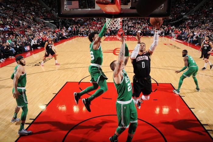 Song sát Russell Westbrook và James Harden cùng nhau tỏa sáng, Houston Rockets vượt qua Boston Celtics tại sân nhà - Ảnh 2.